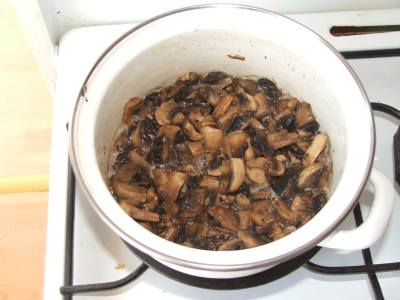 Ciulama de ciuperci culese din padure