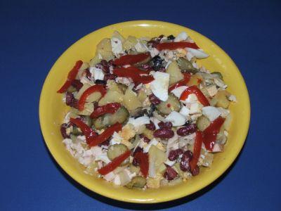 salata-de-fasole-boabe-cartofi-si-piept-de-pui