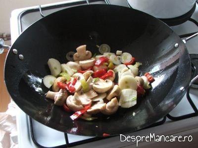 Paste de porumb cu legume, la woc