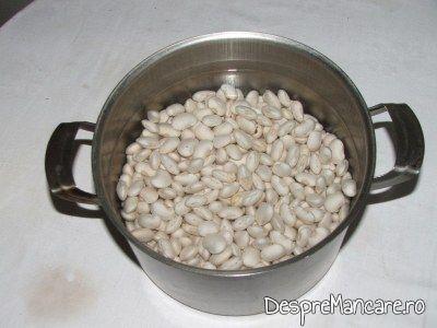 Fasole batuta, cu ceapa prajita si varza murata