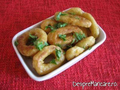 Calamari pane, prajiti in amestec de ulei de masline si unt proaspat.