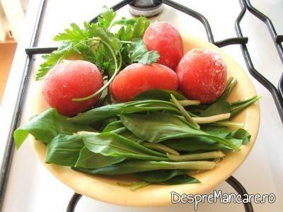 Ingrediente pentru ciorba de urzici, cu leurda.