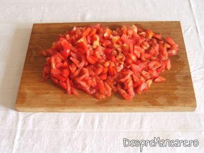 Rosii tocate pentru mancarica de ciuperci albe.
