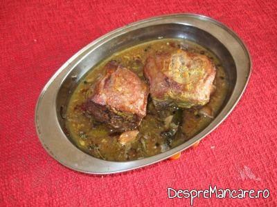 Spata de porc gata coapta pentru spata de porc cu legume si costita, la cuptor.