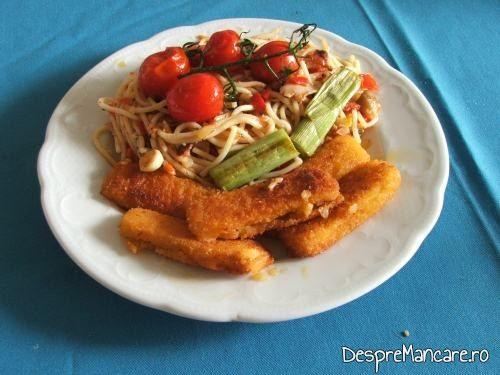 Crochete de calamar cu legume la tigaie.
