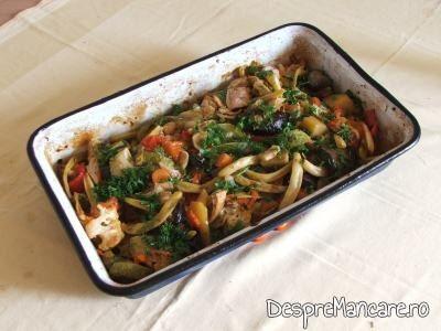 Ghiveci grecesc de legume, la scoaterea din cuptor.