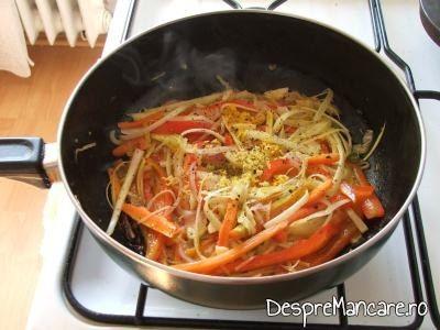 Coaja de lamaie si coaja de portocala rasa peste legume pentru crap cu legume, lamai si portocale la cuptor.