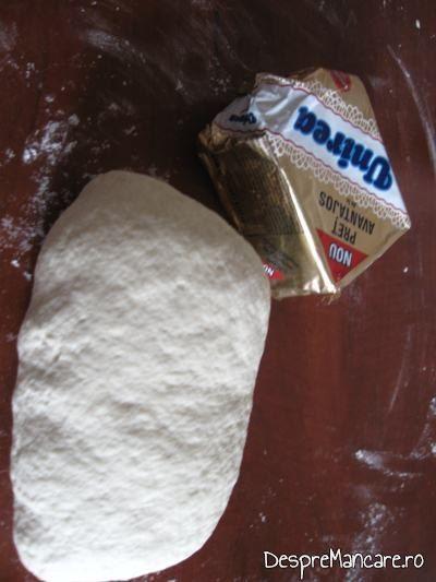 Aluat framantat si margarina pentru pateuri.