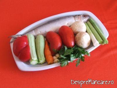 Ingrediente pentru scrumbie de Dunare cu legume si ciuperci, la tigaie.