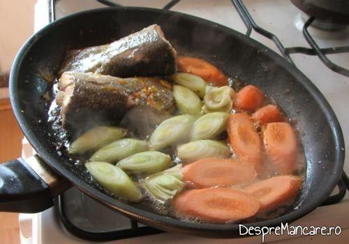 Cozi de somon si legume, la prajit, pentru cozi de somon cu creveti, avocado si legume, la tigaie.