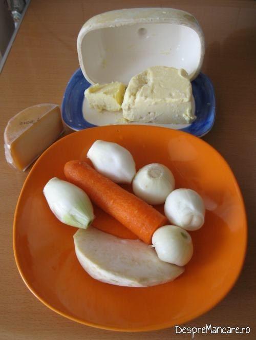 Ingrediente pentru supa crema de legume cu crutoane si cascaval afumat .