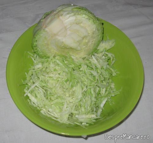 Varza noua, tocata, pentru chiftelute din legume, la cuptor.