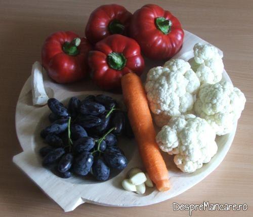 Ingrediente pentru gogosari umpluti cu conopida si struguri.