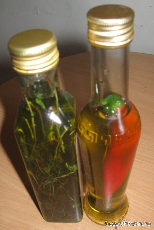 """Ulei de masline extravirgin """"piscat"""" cu ardei iute sau ulei de masline extravirgin cu gust de cimbrisor de munte pentru picurat cu branzeturi servite ca aperitiv."""