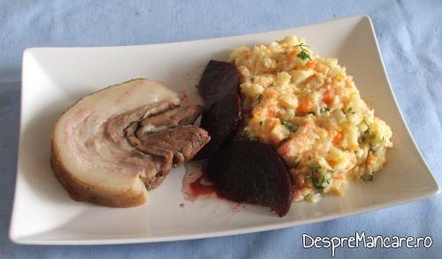 Rulada din fleica de porc cu sorici, la cuptor, cu piure' de morcovi si pastarnac
