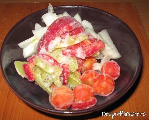Legume inghetate folosite pentru varza murata fiarta cu carne de berbec .