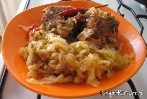Varza murata fiarta cu carne de berbec.