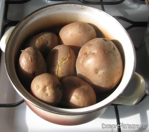 Cartofi fierti pentru galuste cu prune.