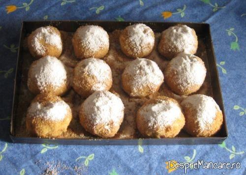 Galuste pregatite pentru a fi introduse in cuptorul aragazului, pentru galuste cu prune.