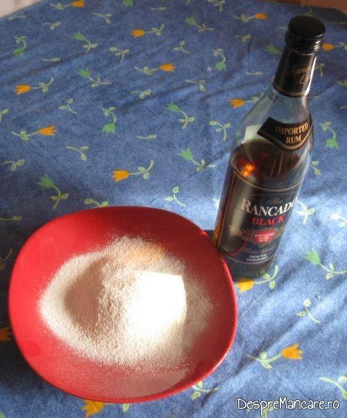 Zahar farin cu seminte si bucati de pastai de vanilie si rom pentru galuste cu prune.