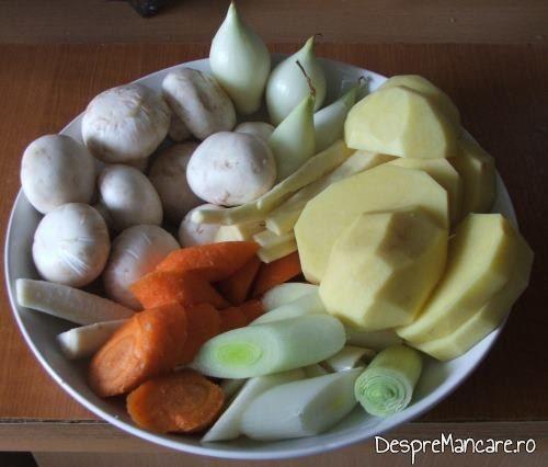 Legume si ciuperci curatate, pentru pulpa de miel si aripi de curcan, la cuptor.