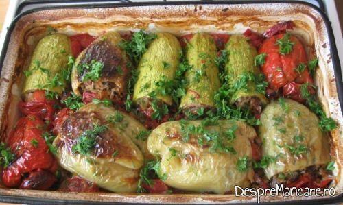 Pe legumele umplute cu carne si ghebe, scoase din cuptorul aragazului se presara verdeata