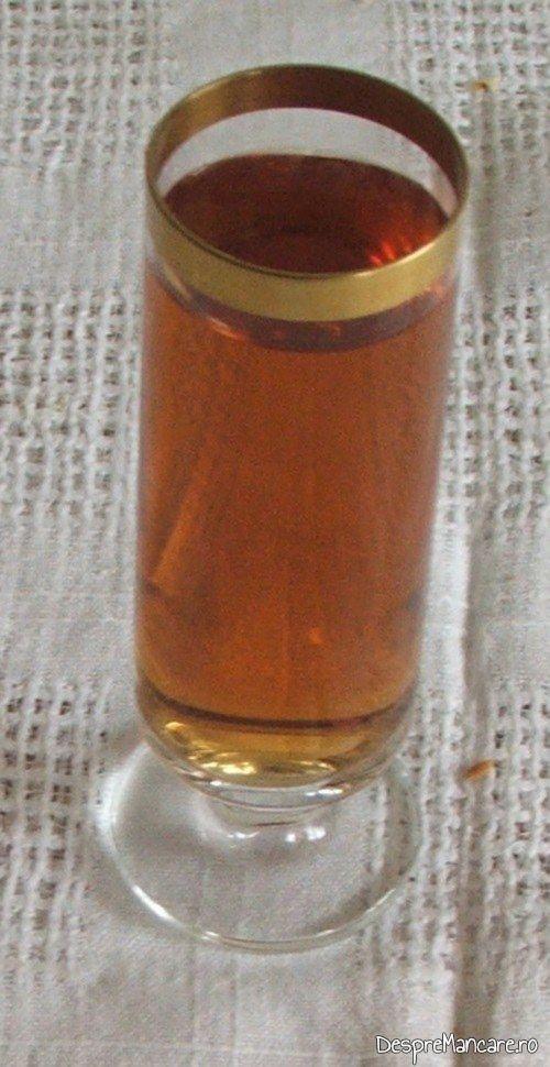 Vinul casei din smochine servit cu maduvioare la cuptor.