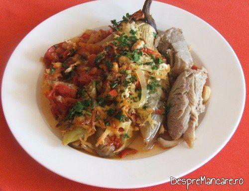 Vinete impanate cu legume, la cuptor, servite si cu carne fiarta, de pasare.