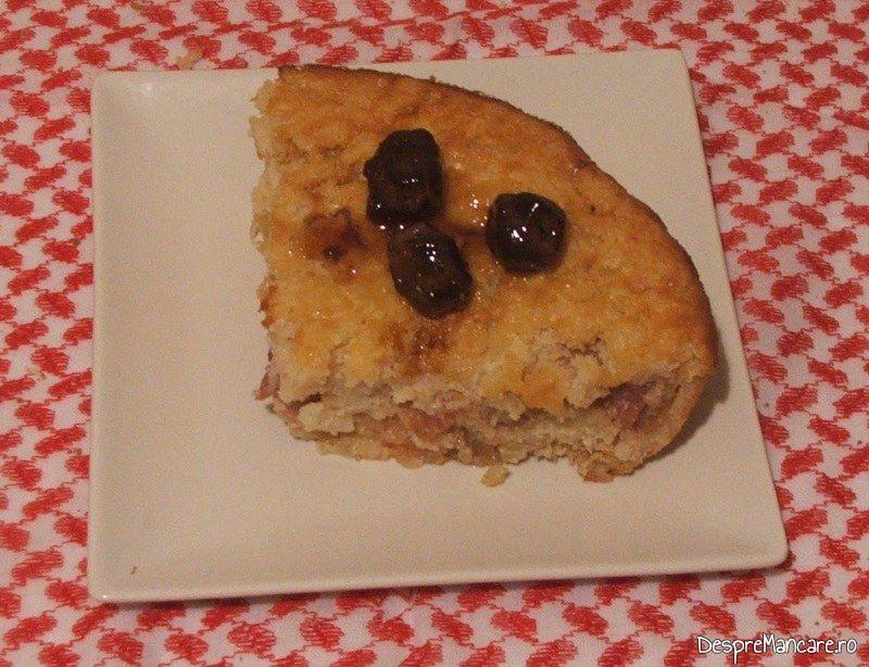 "Budinca de orez  cu branza dulce si fructe, ""dichisita"" cu dulceata de visine."