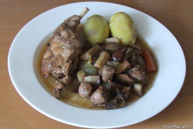 Iepure cu legume in sos de vin.