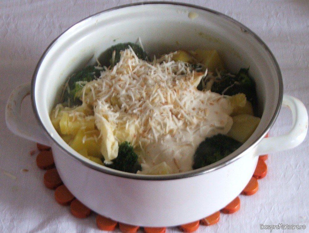 Legume fierte, unt, smantana, lapte dulce, cascaval afumat pentru garnitura la iepure cu legume in sos de vin.