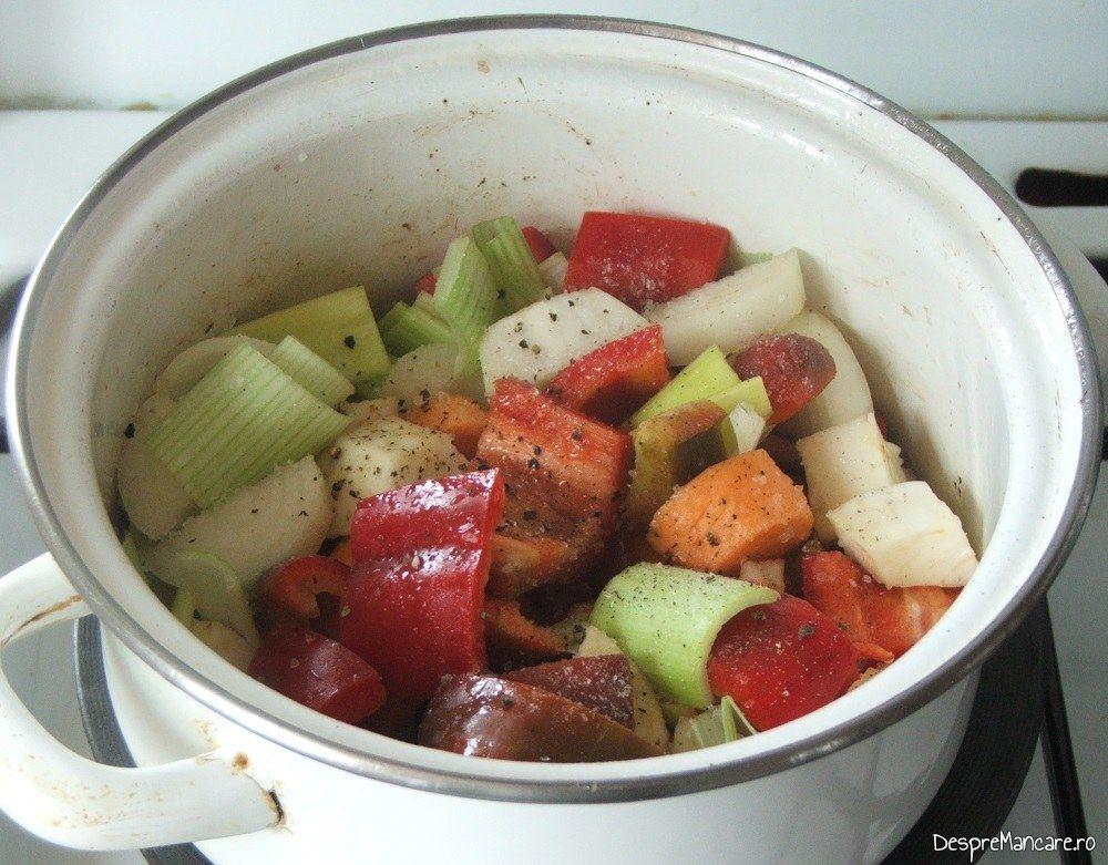 Calirea legumelor pentru tocana din coada de vita.