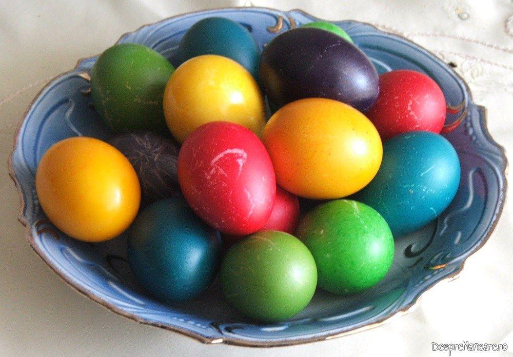 Oua vopsite pentru Paste.