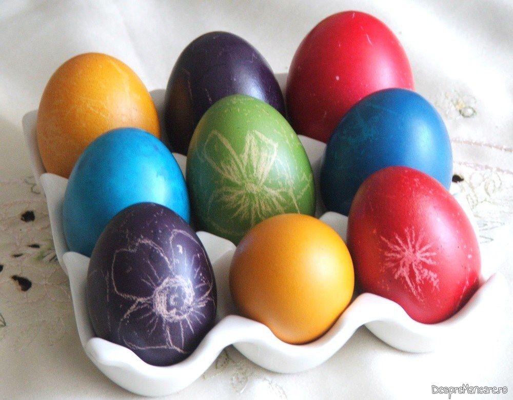 """Oua vopsite pentru Paste cu culori """"ajustate""""."""