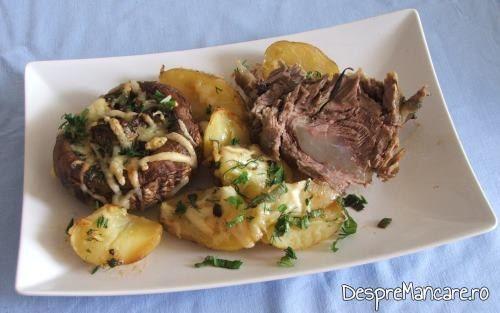 Cartofi noi si ciuperci umplute, la cuptor si o felie de pulpa de porc.