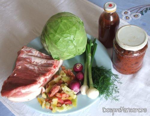 Ingrediente de trebuinta pentru varza noua cu pecie de porc, fiarta.