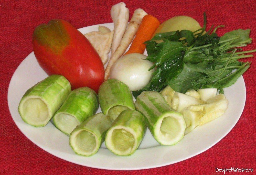 Ingrediente pentru ciorba de dovlecei umpluti cu carne tocata.