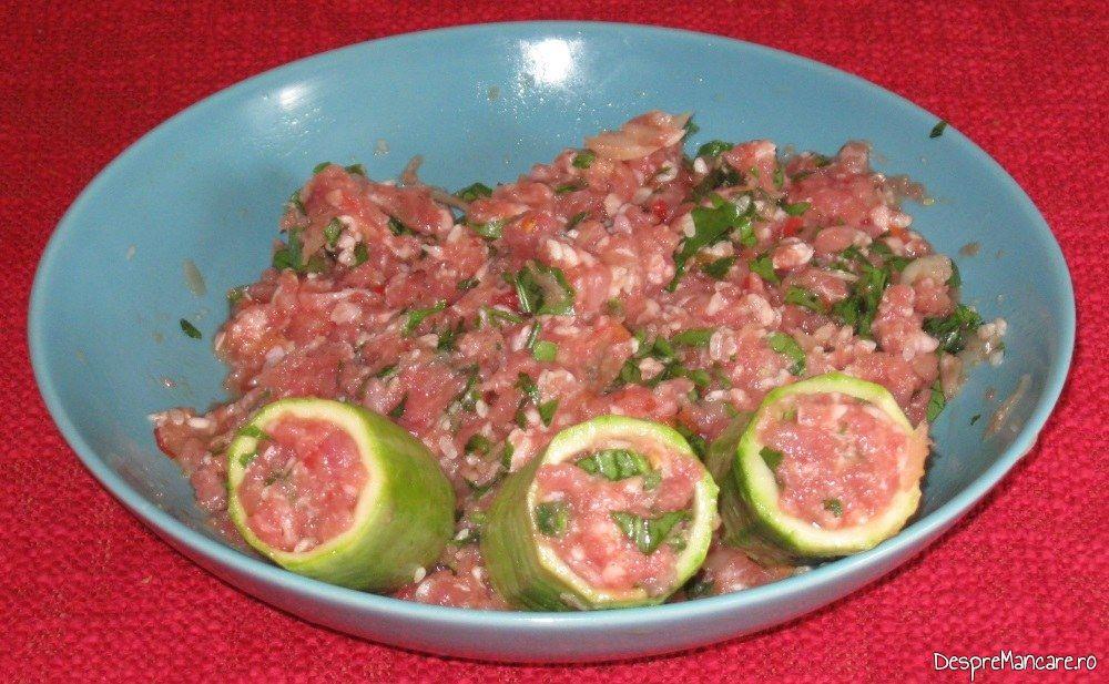 Dovlecei umpluti cu carne tocata pentru ciorba de dovlecei umpluti cu carne tocata.
