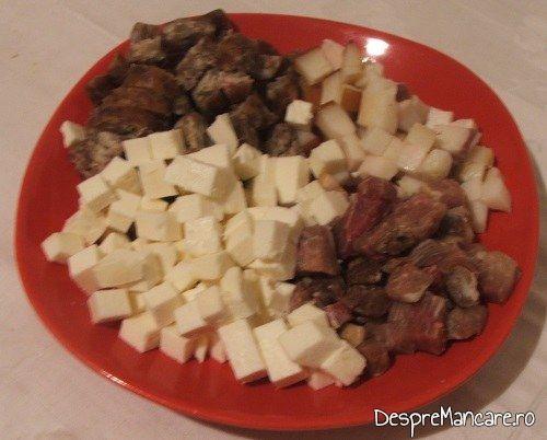 Ingrediente pentru paine umpluta cu porcarele si branza de oaie.