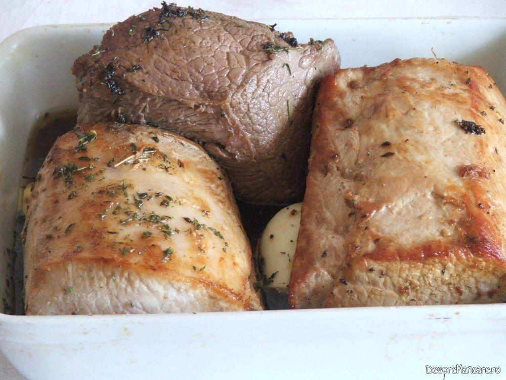 Bucati de muschi de porc si spata de vitel, perpelite la foc iute, asezate in vasul de copt pentru muschi de porc si spata de vitel la cuptor.