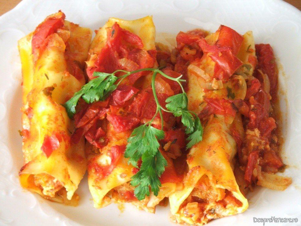 Paste cannelloni umplute cu peste, in sos de rosii.