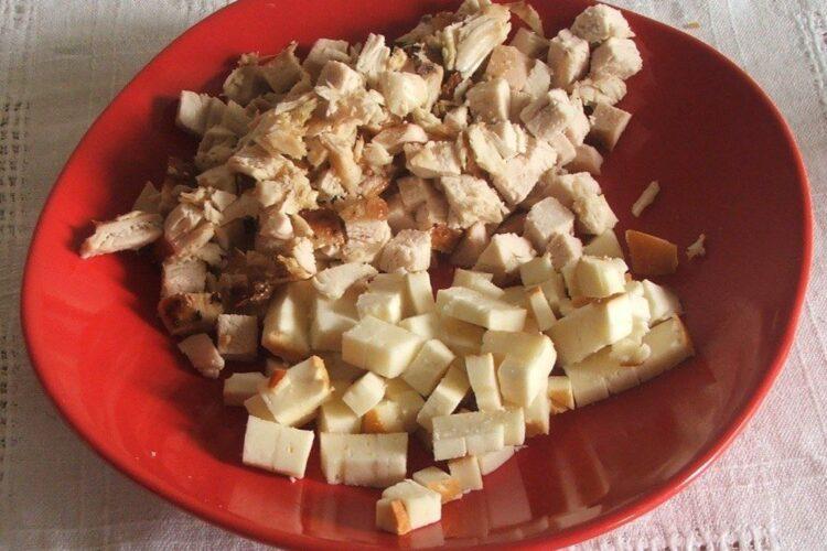 Ingrediente pentru umplutura la pane'-uri din clatite umplute cu carne si cas afumat.