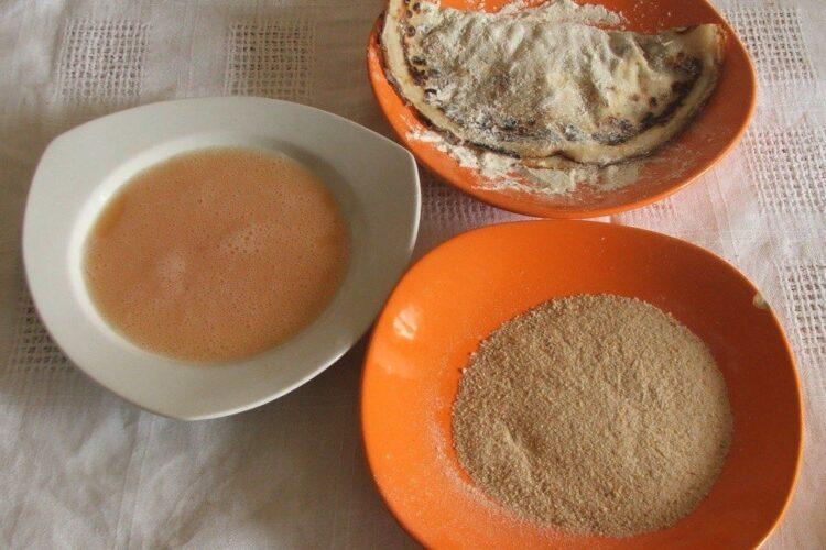 Ingrediente pentru tavalire pliculete din foi de clatite umplute in vederea prajirii in ulei de masline.