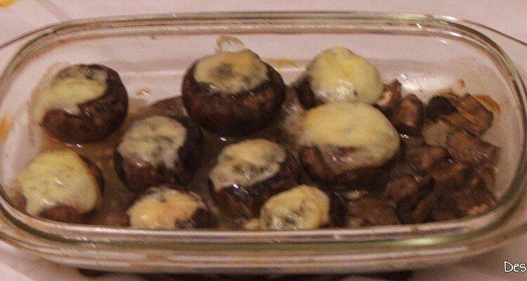 """Ciuperci brune umplute cu unt si branza cu mucegai pentru aperitiv cald la revelion in 2 la """"botul calului"""".."""