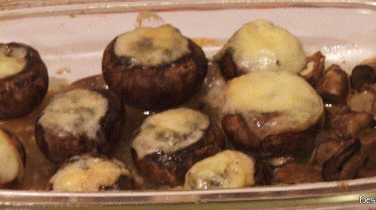 """Garnitura de ciuperci umplute cu unt si branza cu mucegai pentru revelion in 2 la """"botul calului""""."""