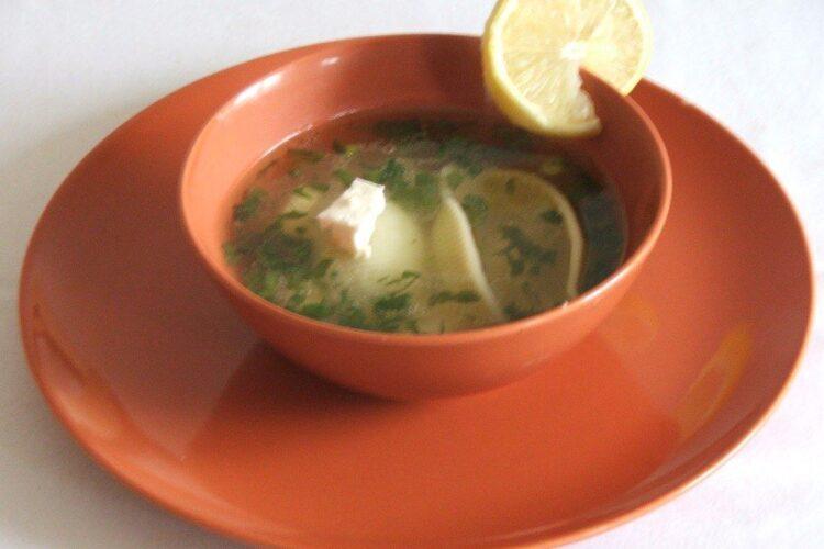 Supa de gaina cu scoici din grau dur gata pregatita.