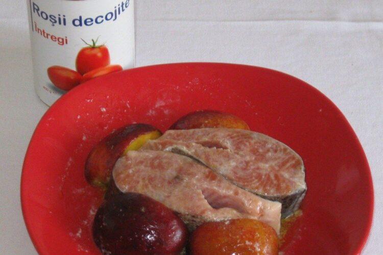 Ingrediente de trebuinta pentru cotlet de platica la gratar cu paste fainoase, ciuperci si piersici.