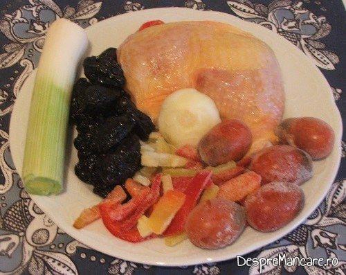 Ingrediente de trebuinta pentru mancare de prune si praz cu pulpe de gaina.