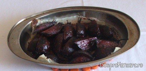 Sfecla rosie gata coapta pentru platica cu legume, la cuptor.