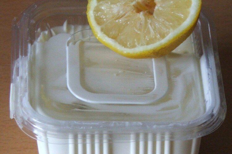 Smantana grasa si lamaie pentru supa mediteraniana cu fructe de mare si peste.